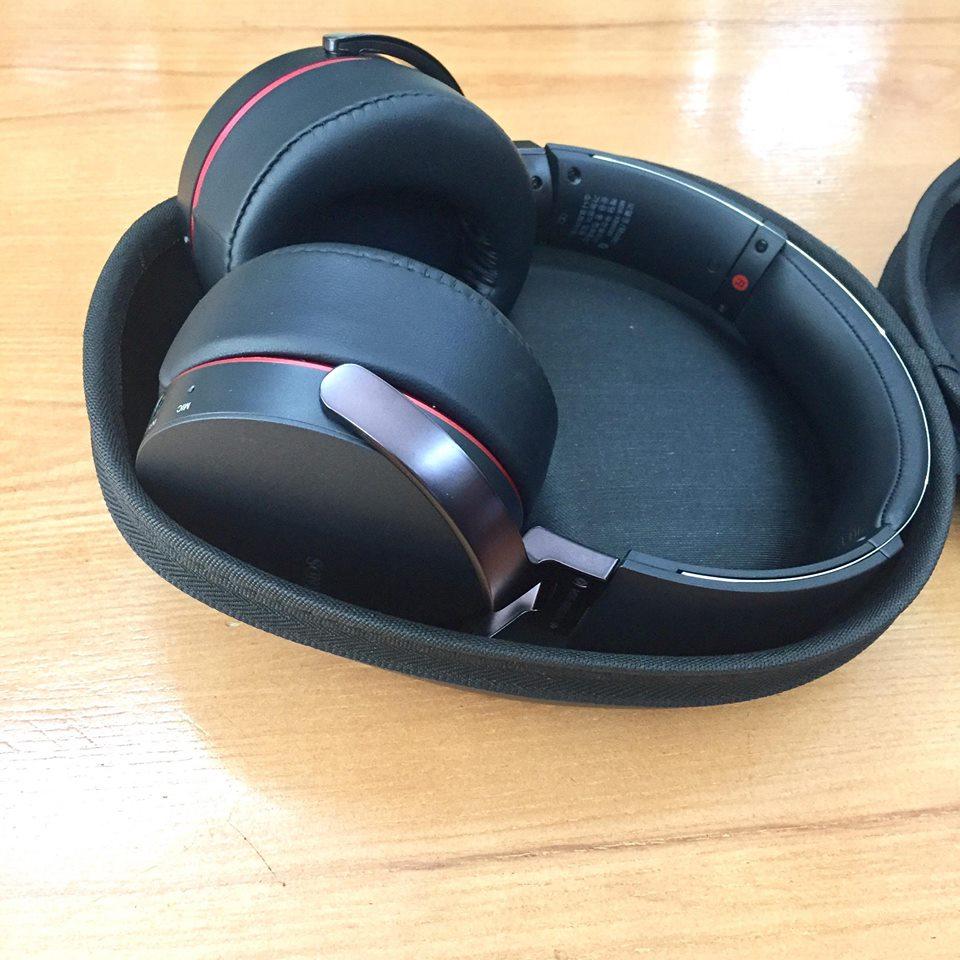 Hộp đựng tai nghe Sony MDR-XB950